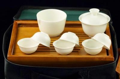 http://www.jas-etea.com/pure-white-porcelain-portable-travel-tea-set-gaiwan-pitcher-6-cups-towel/