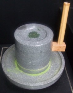 Matcha grinder (hand operated) via Pinterest - the trick is not to get the tea leaves too hot.