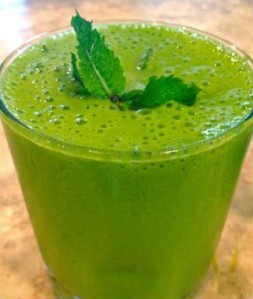 Bright green matcha smoothie - delicious and easy to make. (photo from Pinterest)