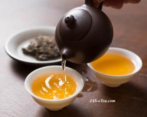 pu-erh tea pouring001